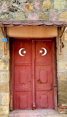 35 Beautiful Doors From  Around The World