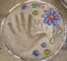 Outdoor craft for kids: garden stepping stone