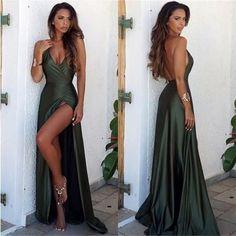 Emerald Green Lange Ballkleider 2018 A-Line Partykleider mit V-Ausschnitt , Emerald Green Long Prom Dresses 2018 A-Line V-neck Party Dresses, Split Prom Dresses, Cute Prom Dresses, Prom Dresses 2018, Prom Outfits, Gala Dresses, Dance Dresses, Pretty Dresses, Sexy Dresses, Backless Prom Dresses