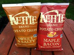 Kettle Sweet & Salty and Maple Bacon Chips vegan. Home Recipes, Whole Food Recipes, Vegan Recipes, Snack Recipes, Bacon Chips, Potato Chips, Vegan Chips, Chips Brands, Whole Food Diet