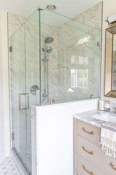 Gorgeous bathroom renovation with marble tile and glass shower Shower Niche, Shower Pan, Glass Shower, Shower Floor, Marble Showers, Marble Tile Shower, Industrial Office Design, Shower Installation, Large Format Tile