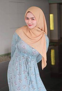 Arab Girls Hijab, Girl Hijab, Hijab Outfit, Muslim Women Fashion, Womens Fashion, Beautiful Hijab Girl, Asian Model Girl, Muslim Beauty, Hijab Fashionista