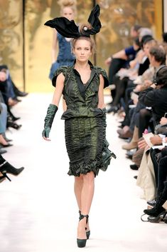 See the complete Louis Vuitton Fall 2009 Ready-to-Wear collection.