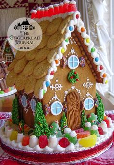 Best Fun Christmas Gingerbread Houses - This Tiny Blue House Gingerbread House Designs, Gingerbread House Parties, Christmas Gingerbread House, Christmas Past, Christmas Treats, Christmas Baking, Gingerbread Cookies, Christmas Cookies, Gingerbread Houses