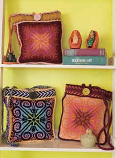 #3 favorite summer knitting project - Sipalu Bag Pattern - I want to knit this! love the one with black accents!