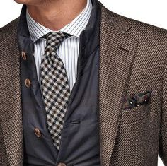 Want to show that you are creative? Use some texture, pattern and colour in your attire. It's eye-catching and leaves a good impression.