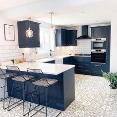 Kitchen Room Design, Kitchen Redo, Modern Kitchen Design, Home Decor Kitchen, Interior Design Kitchen, Home Kitchens, Kitchen Remodel, Navy Kitchen, Navy Blue Kitchens