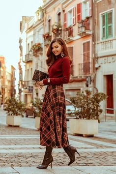 Fall outfit for the day time to night time . full a line plaid skirt, knit sweater and brown boots Midi Skirt Outfit, Winter Skirt Outfit, Dress Outfits, Cute Outfits, Tartan Skirt Outfit, Winter Maxi Skirts, Winter Midi Dress, Fall Skirt Outfits, Church Outfit Winter