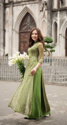 Aodai , tradi Source by Outfits indian Pakistani Dress Design, Pakistani Dresses, Indian Dresses, Pakistani Fashion Casual, Simple Kurta Designs, Kurta Designs Women, Ao Dai, Indian Designer Outfits, Designer Dresses