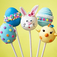 Cake Pops zum Thema Ostern - Park Inn by Radisson English - Easter cakes - Kuchen Easter Cake Pops, Easter Cupcakes, Easter Cookies, Easter Treats, Desserts Ostern, Cookie Pops, Cakepops, Easter Recipes, Easter Desserts