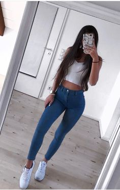 Blue jeans, totally a fashion of every age. So, we have collected the best and most beautiful also cute outfits with blue jeans. Teenage Outfits, College Outfits, Outfits For Teens, Girl Outfits, Fashion Outfits, Fashion Tips, Crop Top Outfits, Cute Casual Outfits, Look Fashion