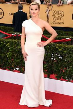 Reese Witherspoon in a one-sleeved Giorgio Armani gown #SAG Awards 2015
