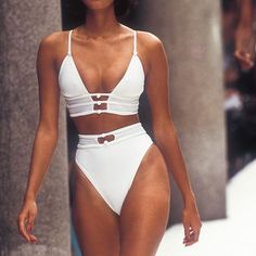 Yasmeen Ghauri, Fendi 1995 ☁️ Along with Naomi and Cindy, I feel like she had the best legs on the runway.