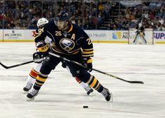 Matt Moulson Poised for a Stronger Season - http://thehockeywriters.com/matt-moulson-poised-for-a-stronger-season/