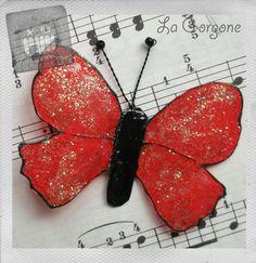 Papillon opaque rouge et pailletttes. Recyclage par la Gorgone. : Autres bijoux par la-gorgone