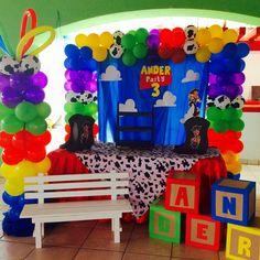 Mesa del pastel Toy Story Birthday, Birthday Party Decorations, Craft Party, 3rd Birthday, Toy Story Baby, Toy Story Theme, Cumple Toy Story, Festa Toy Story, Toys