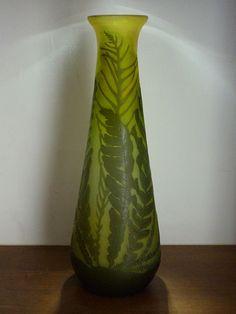 Vase Gallé aux fougères en verre multicouche en camée à l'acide période 1904-1906