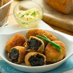 #Croquetas de #chipirones en su tinta. No te las pierdas, ¡están irresistibles! #recetas #comida #recetasfáciles #recetasdecocina
