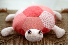 How to Make a Fat Quarter Turtle - step-by-step tutorial! #sewing #turtle #fatquarter #project
