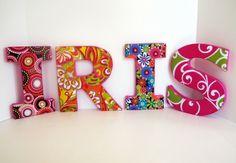 Buchstaben für Ihr Kind verziert mit dem Alphabet zu spielen