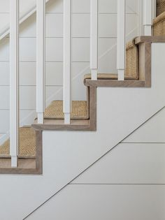 Ship lap walls, hardwood stair threads with sisal runner - Home Bunch Interior Design Ideas Stairs Trim, Entry Stairs, House Stairs, Carpet Stairs, Staircase Molding, Loft Stairs, Small Cottage Homes, Small Cottages, Tiny Homes