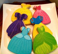 Princess dress cookies~ These have got to be the most precious cookies I've ever seen!~ By Bake my day cookies~ Purple, teal, Yellow, green, pink Fancy Cookies, Iced Cookies, Cute Cookies, Royal Icing Cookies, Cupcake Cookies, Sugar Cookies, Ladybug Cupcakes, Kitty Cupcakes, Snowman Cupcakes