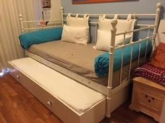 Ikea Svelvik day bed / guest bed with drawer ---SOLD---