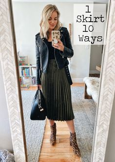 Black Pleated Skirt Outfit, Midi Skirt Outfit, Long Skirt Outfits, Winter Skirt Outfit, Fall Outfits, Winter Midi Skirt, Long Skirt Style, Winter Outfits With Skirts, Black Skirt Casual