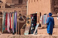 2017-11 Souq Ait Ben Haddou Morocco. . . . . . . .#toptravelspot #morocco #desert #souq #touareg #aitbenhaddou #ighrem #blue #atlasmountains #cartrip #nature #mountains #atlas #berber #bluepeople #locationindependent #travel #traveling #explore #adventure #beautifulearth #beautifulplanet #travelphotography #sonyalpha