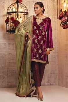 Pakistani Formal Dresses, Pakistani Wedding Outfits, Pakistani Bridal Wear, Pakistani Dress Design, Pakistani Clothing, Wedding Hijab, Wedding Suits, Indian Bridal, Velvet Suit Design