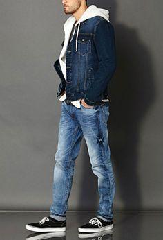 Apesar de ser uma dúvida para a maioria dos homens, qualquer busca na internet por um texto que ensine a combinar jeans com jeans fatalmente trará em seu conteúdo uma regra básica e imutável (até s…