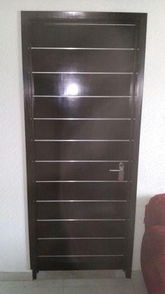 Puerta con entrecalles de aluminio