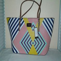 NINE WEST TOTE SALE !!! SALE !!! SALE NINE WEST TOTE with double handles and two small inside pockets with one large zipper inside pocket, large zipper compartment Nine West Bags Totes
