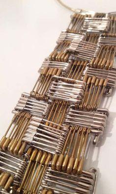 Safety Pin Art, Safety Pin Crafts, Safety Pin Jewelry, Wire Jewelry, Jewelry Crafts, Jewelry Art, Jewelry Design, Safety Pins, Jewlery