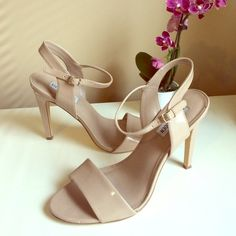 7d605d2f9d HP! [STEVE MADDEN] Nude Patent Leather Heels Bought these to wear in a  wedding but they didn't have my size so had to get them larger and didn't  have a ...
