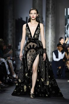 Elie Saab : - Haute Couture Fall/Winter 2016-2017 - Eu capitu Blog