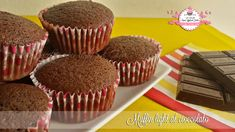 La muffins-mania sta prendendo piede nella mia cucina e cosa c'è di meglio dei golosissimi muffins al cioccolato? =) Sono i miei preferiti in assoluto, mi