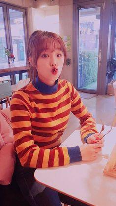 """ㅂ ㅕ ㄹ บนทวิตเตอร์: """"나의 천사 비타민예나야 생일축하해🎂🎉 #HAPPY_YENA_DAY #최예나_태어나줘서_고마워… """" Yuri, Kpop Girl Groups, Kpop Girls, Euna Kim, Gfriend Sowon, Baby Ducks, Japanese Girl Group, Sakura Miyawaki, Be A Nice Human"""