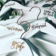 Cricut Wedding Project Ideas Cricut wedding ideas – make your wedding personalized, special and memorable. Place names, table numbers, t-shirts and lots more! Diy Wedding Decorations, Wedding Favors, Wedding Invitations, Diy Wedding Table Numbers, Wedding Bouquet, Wedding Centerpieces, Diy Wedding Hangers, Wedding Cake, Wedding Flowers