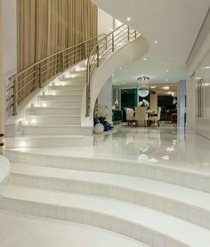 What Is Interior Design And Decor? Home Stairs Design, Modern Home Interior Design, Dream Home Design, Modern House Design, Mansion Interior, Dream House Interior, Luxury Homes Dream Houses, Luxury Staircase, Mansions Homes