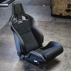 Quite possibly one of the best aftermarket seats available in terms of styling comfort and design - The legendary @recaro_motorsport Sportster CS This particular model features suede and vinyl seating surfaces and heating elements to keep your butt warm