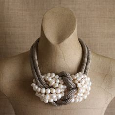 KNOTSNECKLACE PEARLS  ll