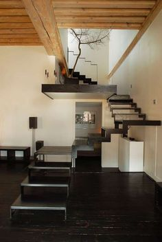 appartement - stairs - tree in 'ya house