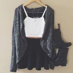 Cute fashion - 30 Fall Outfits That Will Have You Excited For Cooler Weather – Cute fashion Teen Fashion Outfits, Cute Fashion, Outfits For Teens, Stylish Outfits, 90s Fashion, Fashion Clothes, Girl Clothing, Stylish Jeans, Fashion Pics