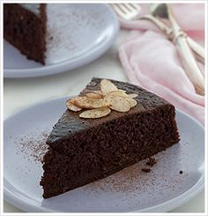 CLEAN Chocolate Almond Cake Another pinner said, this cake super moist and delicious! it calls for whole wheat flour; may try to play around with the recipe and use almond meal flour instead. Healthy Desserts, Just Desserts, Dessert Recipes, Healthy Foods, Clean Foods, Fat Foods, Healthy Recipes, Skinny Recipes, Clean Recipes