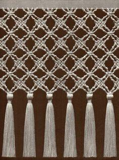 Video On Macrame Knots Macrame Curtain, Macrame Plant Hangers, Macrame Bag, Micro Macrame, Dorm Room Crafts, Macrame Design, Macrame Projects, Macrame Tutorial, Macrame Patterns