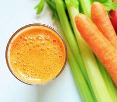 Zumo de apio, zanahorias y lino para fortalecer el colon - http://www.puntofape.com/zumo-apio-zanahorias-lino-fortalecer-colon-26392/ Para cuidar la salud digestiva, es fundamental que limpiemos el colon y que prestemos atención a la alimentación, respetando los microorganismos que le son esenciales aportándole vitaminas y minerales. Gracias a este delicioso zumo de apio, de zanahorias y de lino, se consigue que el colon se de...