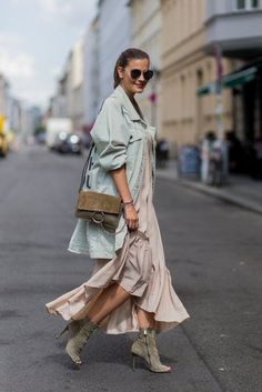 Summer street style fashion #fashion #womensfashion #streetstyle #ootd #style /Pinterest: @fromluxewithlove /www.fromluxewithlove.com