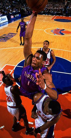 Tracy McGrady posterizes the Knicks I Love Basketball, Basketball Pictures, Basketball Players, Blake Griffin Dunk, Kobe Bryant Dunk, Gerald Green, Rap City, Nba Pictures, Tracy Mcgrady