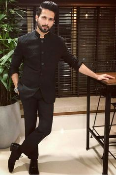 Shahid Kapoor is one of the bright stars of Bollywood who is known for his look and acting. Wedding Kurta For Men, Wedding Dresses Men Indian, Indian Wedding Wear, Wedding Dress Men, Wedding Prep, Wedding Outfits, Wedding Blog, Mens Indian Wear, Indian Groom Wear